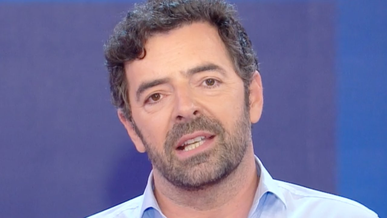 """Alberto Matano """"oggi è un giorno triste"""": il dolore del conduttore"""