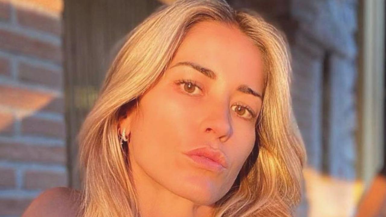 """Elena Santarelli """"mamma esaurita..."""": cosa succede alla showgirl?"""