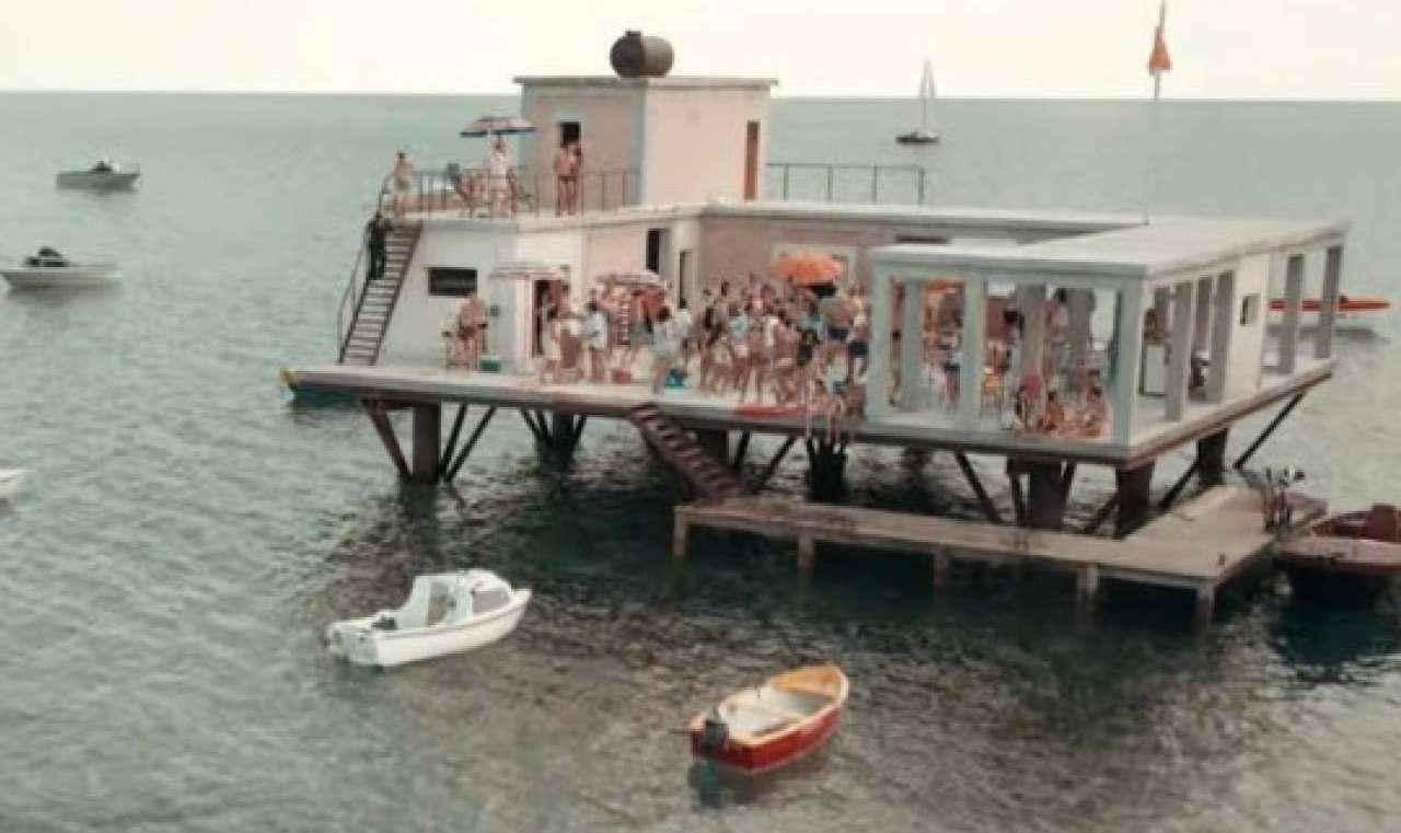 L'incredibile storia dell'isola delle rose (Netflix)